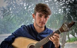 Mário Pacheco, guitarrista de fado aos 15 anos