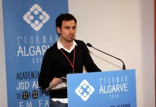 Carlos Gouveia Martins, presidente da JSD/Algarve, a discursar durante a primeira edição do «Formar Algarve» em 2015.