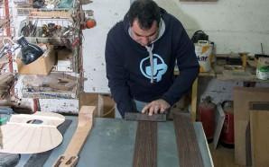 Luthier de Olhão constrói instrumentos à medida de cada músico