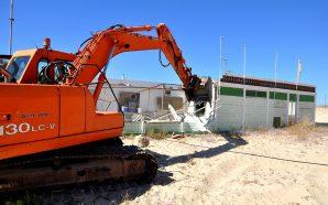 Primeiras demolições marcam arranque da requalificação da Praia de Monte…
