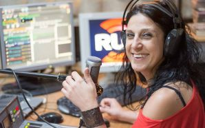 Há uma nova voz na Rádio Universitária do Algarve