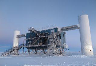 O observatório IceCube na Antártida.
