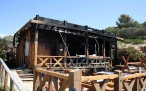 Incêndio destrói restaurante de praia em Albandeira