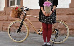Jovem carpinteiro alemão produz bicicletas de madeira em Lagoa