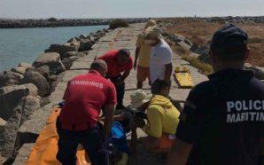 Polícia Marítima resgatou banhista após queda no molhe de Alvor