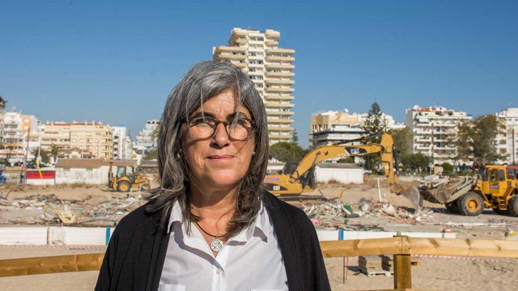 A presidente da Câmara de Vila Real de Santo António (VRSA), Conceição Cabrita, foi esta terça-feira detida pela Polícia Judiciária (PJ) por suspeitas do crime de corrupção num negócio de imobiliário em Monte Gordo.