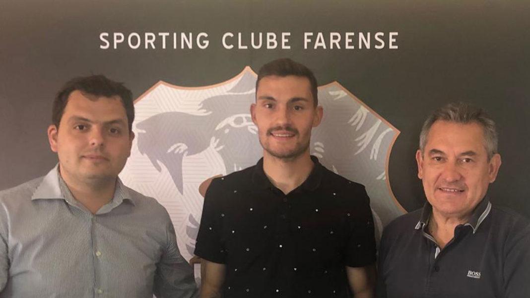 Rafael Vieira assina pelo Farense