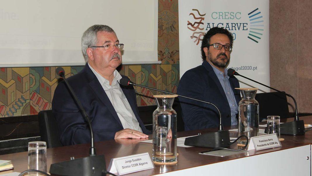 Francisco Serra, presidente da Comissão de Coordenação e Desenvolvimento Regional do Algarve e Ricardo Sena, da WKT – Sistemas de Informação (WTK - SI), empresa responsável pela atualização da plataforma IDEAlg.