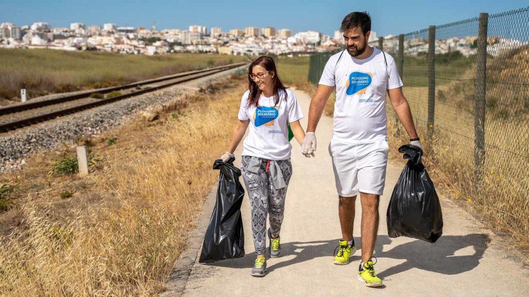 Voluntários recolheram lixo na Meia Praia