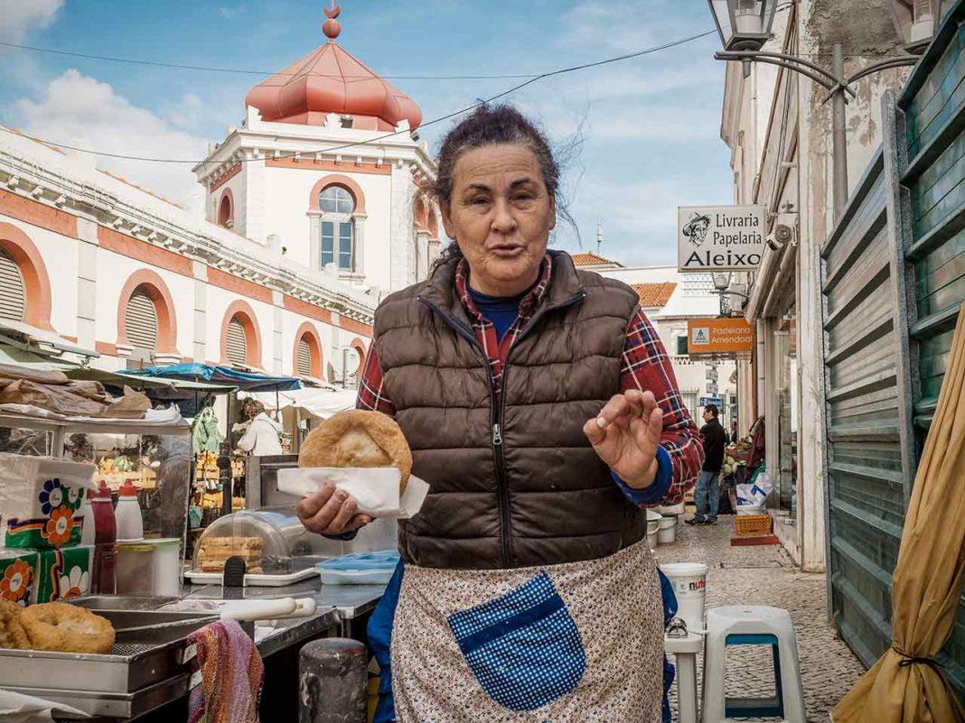 Gentes no Mercado de Loulé Vítor Pina
