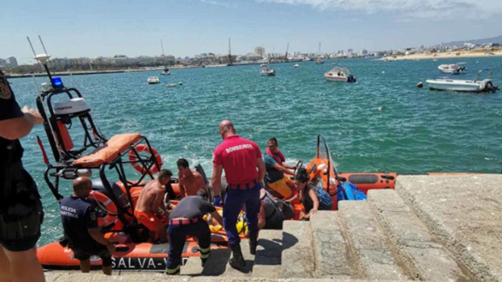 Cidadão canadiano caiu de arriba na Praia da Afurada em Lagoa