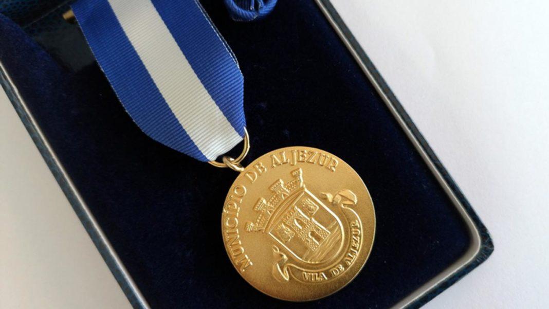 Aljezur atribui medalhas