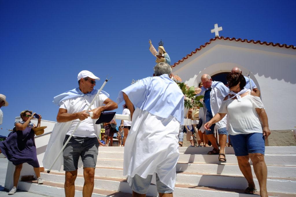 Nossa Senhora dos Navegantes sai da sua Capela, de manhã cedo, a caminho de Olhão.