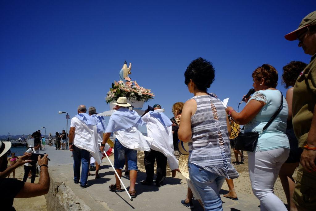 Embarque da imagem de Nossa Senhora dos Navegantes, ainda na Culatra, a caminho de Olhão.