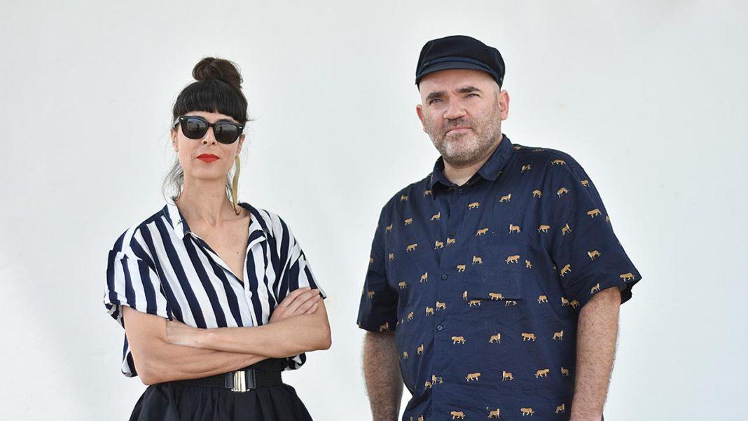 Filipa Brito e Nelson Guerreiro, fundadores da Bóia, uma nova associação cultural sem fins lucrativos com sede em Lagoa.