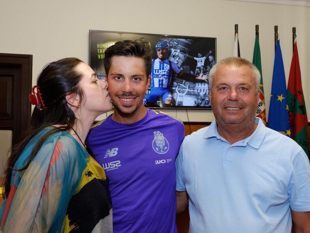 João Rodrigues, o beijo da mãe e o abraço do pai!