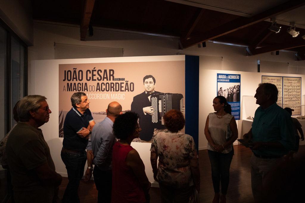 Inauguração da exposição «João César, a Magia do Acordeão», com a presença da viúva e do filho.