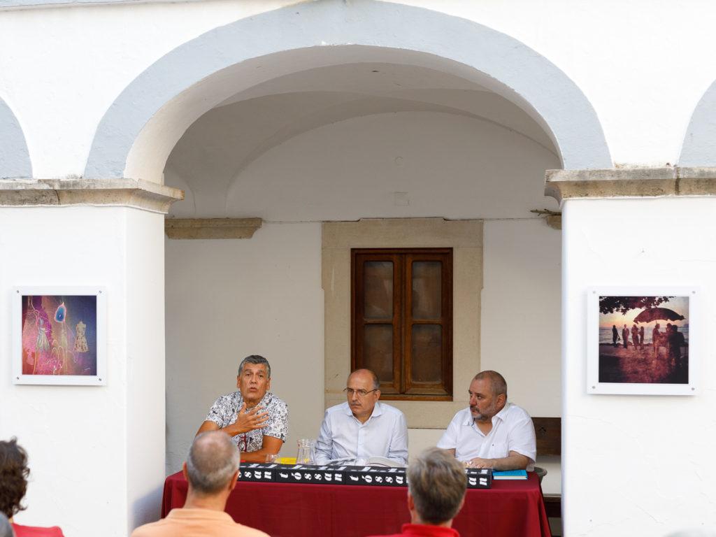 Tóssan, o catálogo de uma exposição e dois livros de poemas e contos apresentados em Loulé.