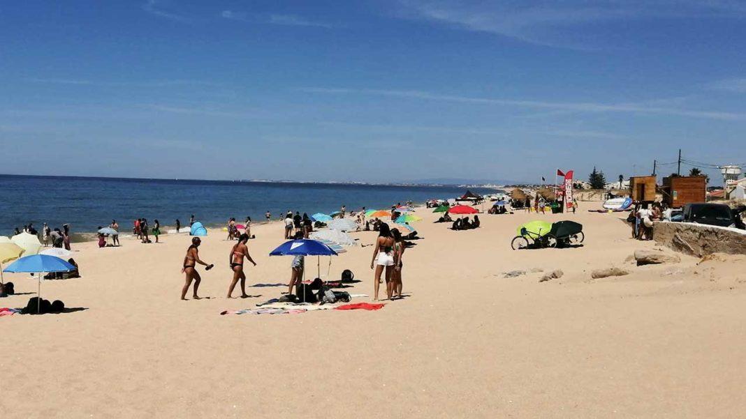 Praia de Faro interdita a banhos devido a concentração de bactéria e.coli