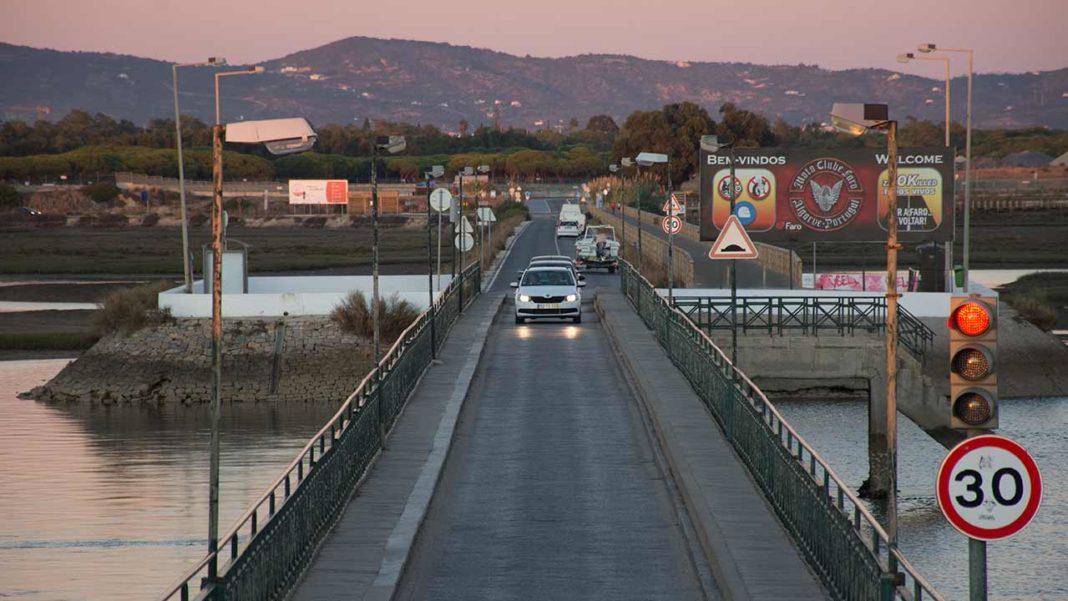 Rogério Bacalhau quer mais GNR a orientar o trânsito na Praia de Faro
