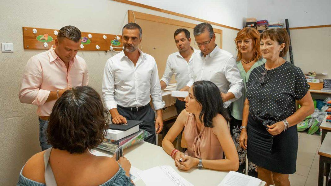 Olhão já entrega tablets e material escolar às escolas do concelho