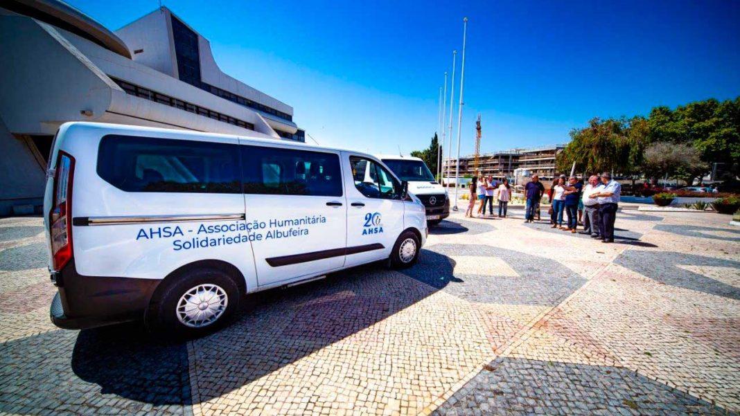Albufeira entrega viaturas à AHSA