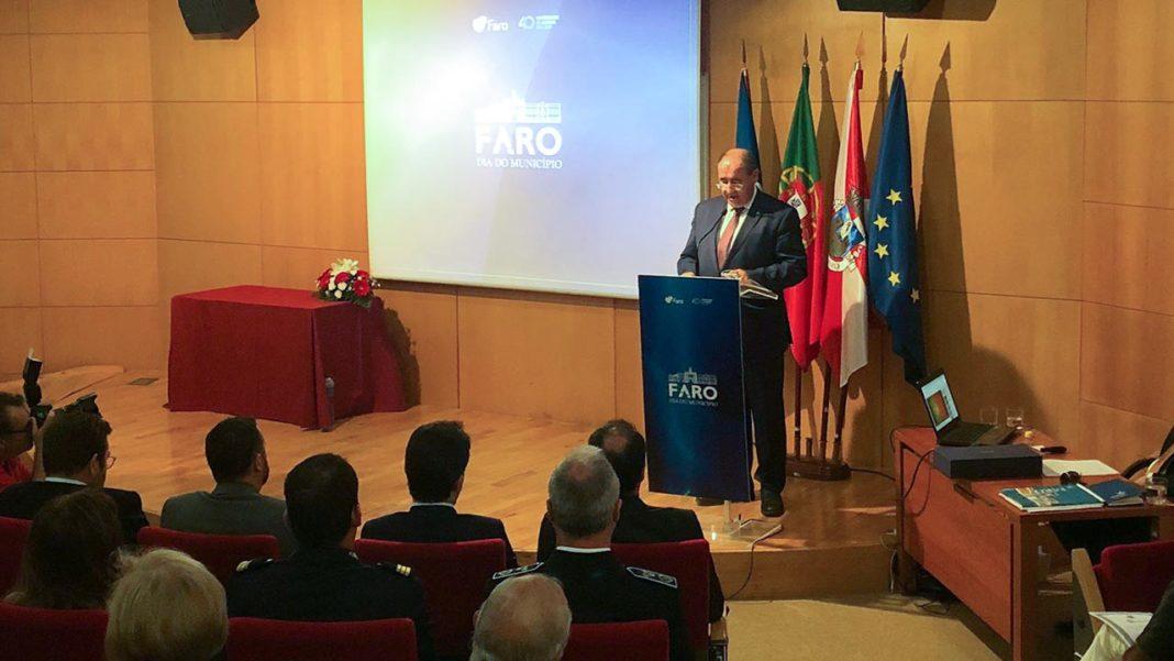 Faro vai ter videovigilância nas ruas e mais 200 camas para estudantes