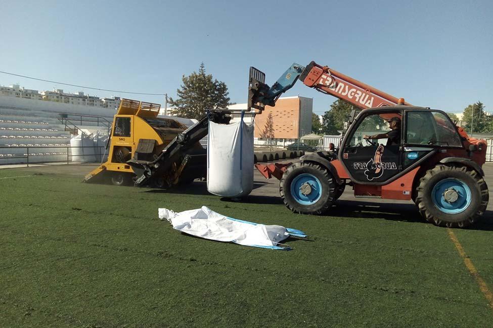 Faro investe na recuperação dos relvados sintéticos do concelho