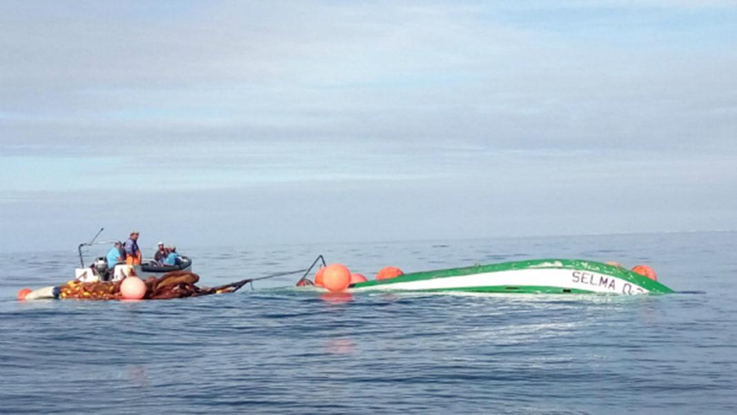 Armador tenta recuperar traineira «Selma» afundada a sul da Deserta