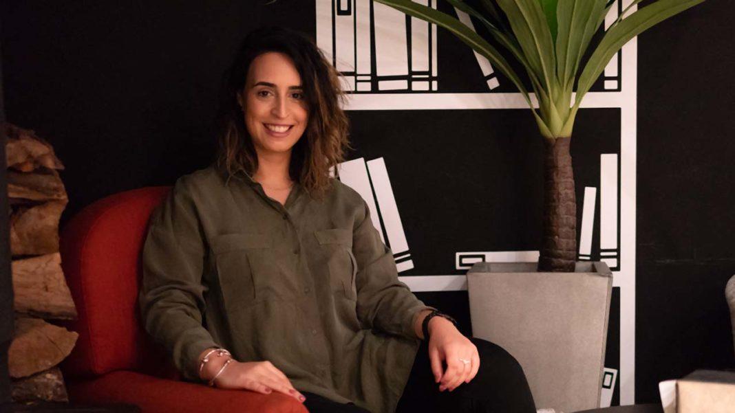Ana Martins dedicou os seus últimos cinco anos a criar marcas corporativas. Agora, vai pessoalizar a tarefa e ajudar artistas, empreendedores e profissionais especializados a construir a sua marca pessoal.