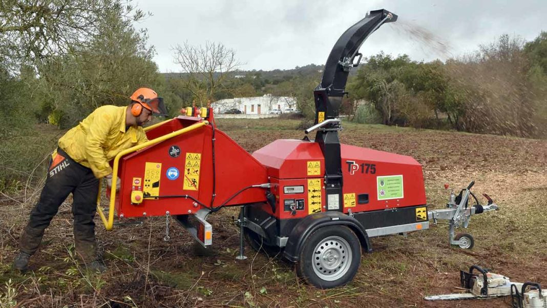 Juntas de freguesia de Alte, Ameixial, Salir e União de Freguesias Querença, Tôr e Benafim já tem destroçadores de sobrantes para prevenir fogos florestais.