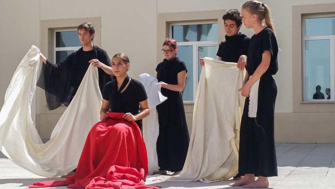 Cineclube de Faro dá aulas alunos de teatro da Tomás Cabreira