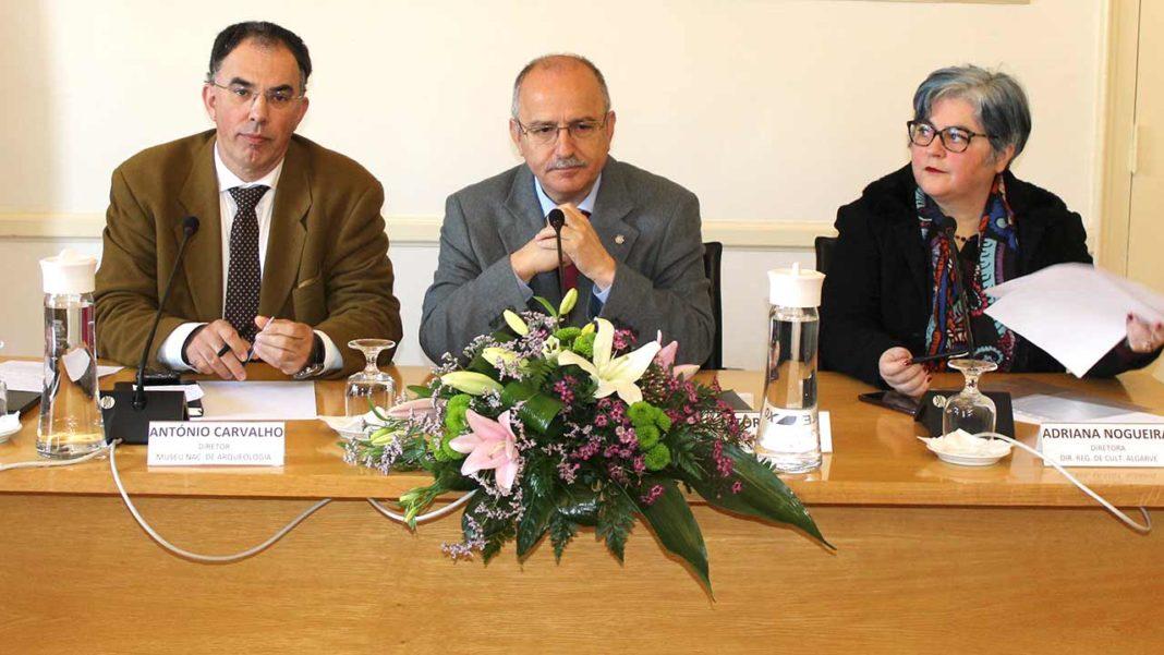 Município de Loulé, Direção Geral de Património Cultural e a Direção Regional de Cultura do Algarve já assinaram os protocolos para montar a exposição «Com os pés na terra e as mãos no mar – 6 mil anos de História de Quarteira», a inaugurar no dia 13 de maio de 2021.