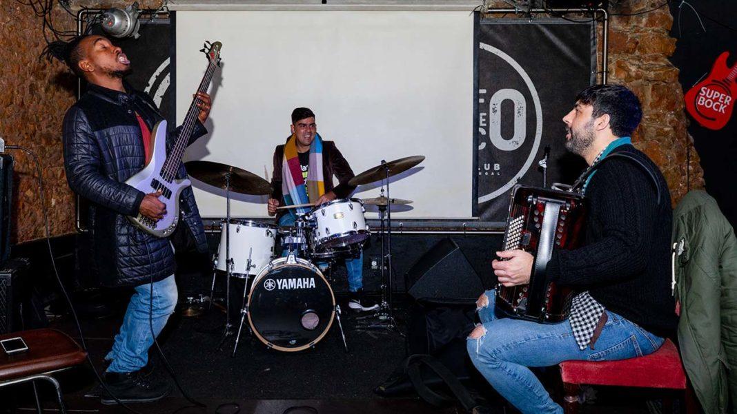 Será já esta noite, às 21 horas, que João Frade e os músicos cubanos Yarel Hernández Espinosa e Michael Olivera Garcia atuam no Auditório do Solar da Música Nova, em Loulé, dando início ao ciclo «Conversas à Quinta» de 2020.