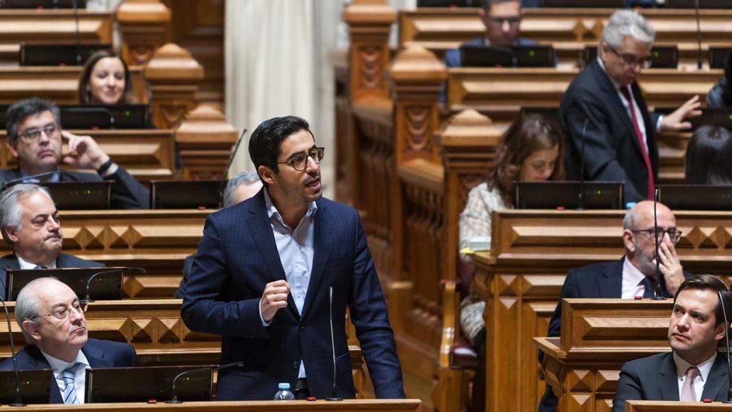 O deputado Rui Cristina do Grupo Parlamentar do PSD também não poupa críticas à ministra da Saúde Marta Temido e considera que prometer a construção do Hospital é apenas «para esconder o desinvestimento na Saúde no Algarve».