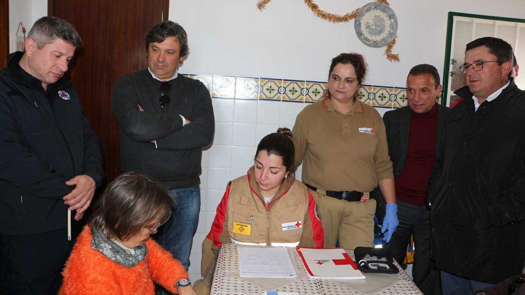 O município de Alcoutim em parceria com o Centro Humanitário de Tavira (CHT) da Cruz Vermelha Portuguesa, contando com o apoio do Ministério da Administração Interna, desenvolveu o projeto «+ Próximo» com vista à redução das vulnerabilidades dos idosos em isolamento.