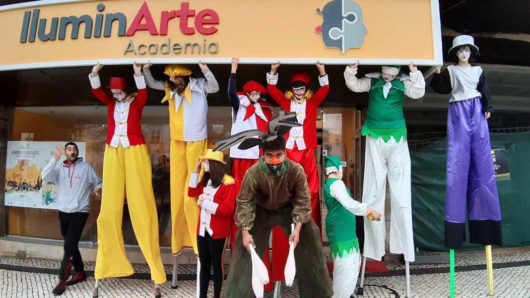 Academia IluminArte, integrada na Associação Artística Satori, apresenta hoje, domingo, dia 9 de fevereiro, às 17h00, no Cineteatro Louletano a sua primeira Mostra de Trabalho Formativo e Artístico desenvolvido nas áreas do Teatro, Artes Circenses e Street Art.