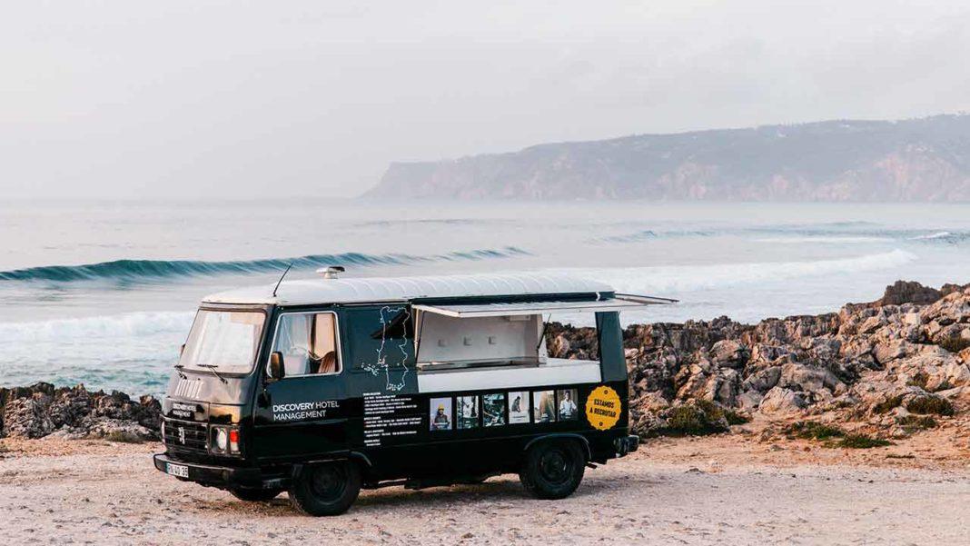 Durante cinco semanas, campanha de recrutamento da DHM - Discovery Hotel Management terá uma carrinha a percorrer o país, a recrutar para as mais de 350 vagas disponíveis. Algarve é a primeira paragem da Atitude sobre Rodas.