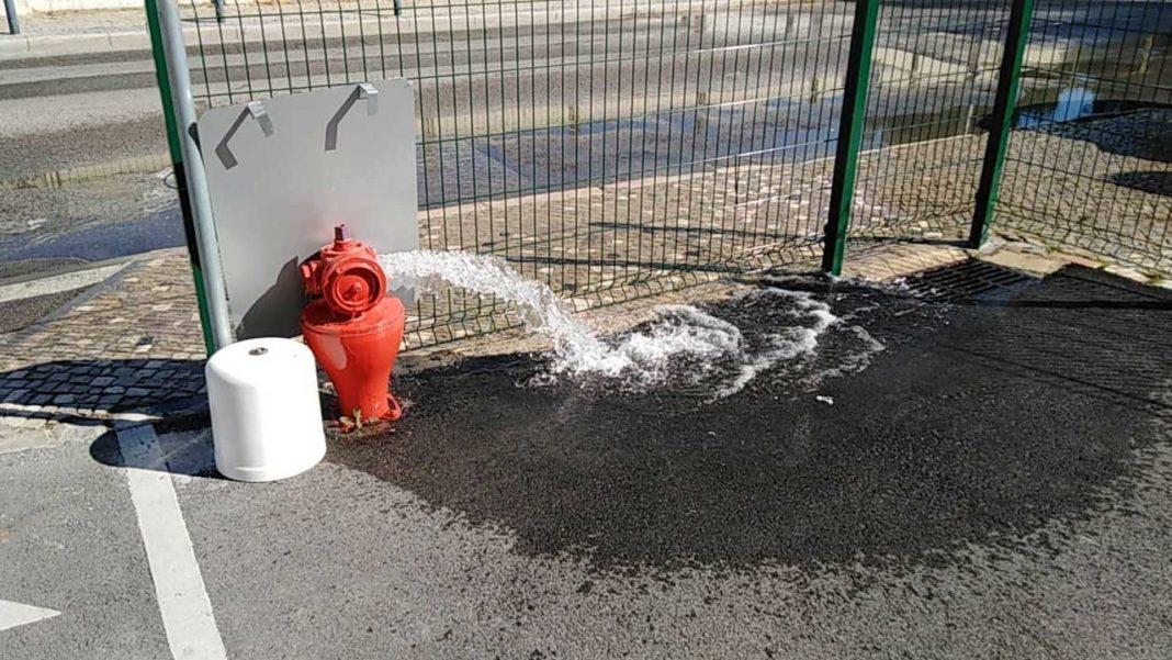 Talvez seja melhor encher garrafões e fazer preparativos para mais uma noite sem água em Faro, segundo avisa a FAGAR, Empresa Municipal de Gestão de Águas e Resíduos.