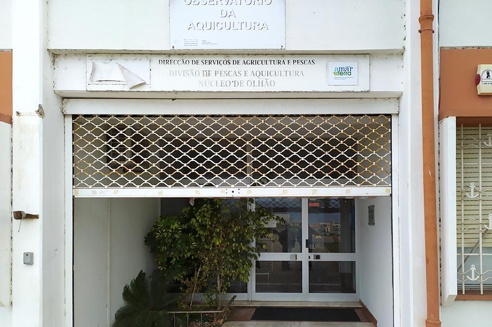 Segundo denuncia a Comissão Concelhia de Olhão do Partido Comunista Português (PCP), está em curso o encerramento do serviço local da Direção Geral de Recursos Naturais, Segurança e Serviços Marítimos (antigo balcão da Direção Geral das Pescas e Aquicultura), que funciona na Avenida 16 de Junho daquela cidade.