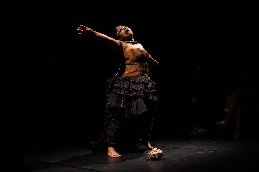 Vilavox - Márcia Limma a interpretar Medeia Negra no Tanto Mar – Festival Internacional de Artes Performativas de Loulé
