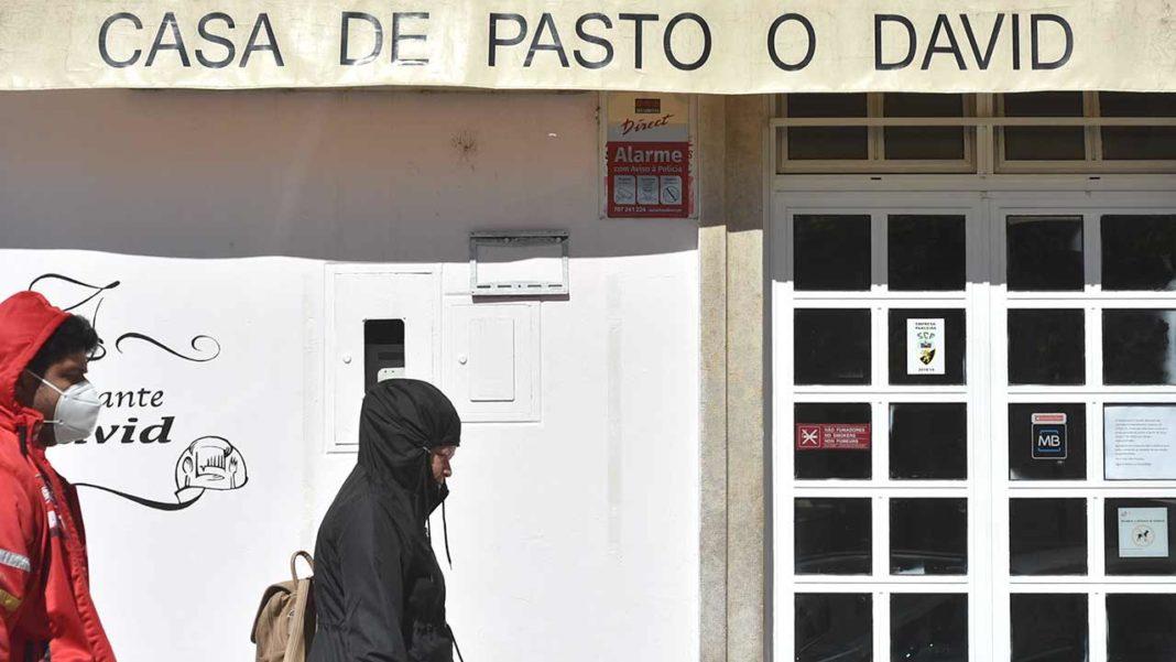Associação da Hotelaria, Restauração e Similares de Portugal (AHRESP) defende que a reabertura dos sectores dependerá da criação de regras específicas nas áreas da saúde, higiene e segurança, bem como de apoios às empresas.