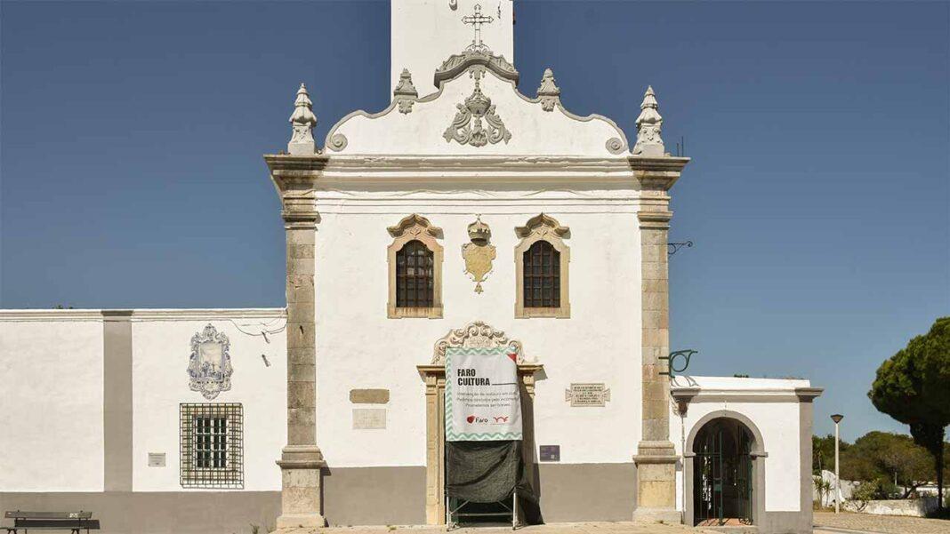 Portal principal da Ermida de Santo António do Alto está a ser alvo de trabalhos de restauro por parte da equipa de conservação e restauro municipal. Monumento de cariz religioso é também um ponto de interesse turístico e cultural cada vez mais procurado.