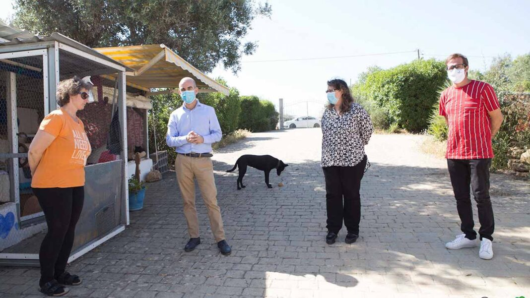 Durante a manhã de quarta-feira, 27 de maio, o presidente e a vice-presidente da Câmara Municipal de Lagoa, visitaram duas instituições de recolha de animais errantes do concelho.