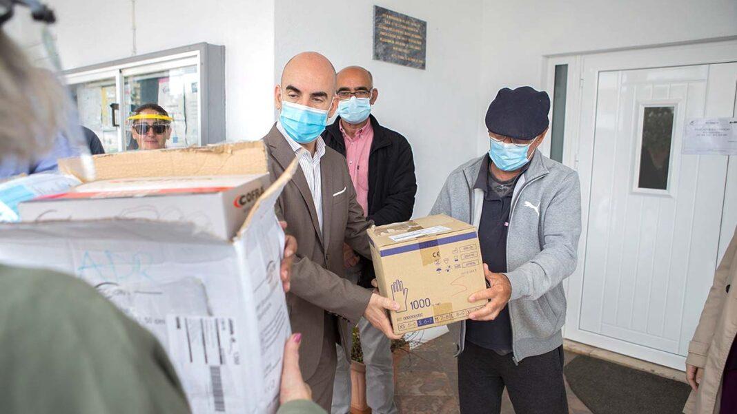 Mais de 14 mil peças de equipamento de proteção individual foram distribuídas, esta sexta-feira, 15 de maio, por sete Instituições Particulares de Solidariedade Social (IPSS) do concelho de Lagoa.