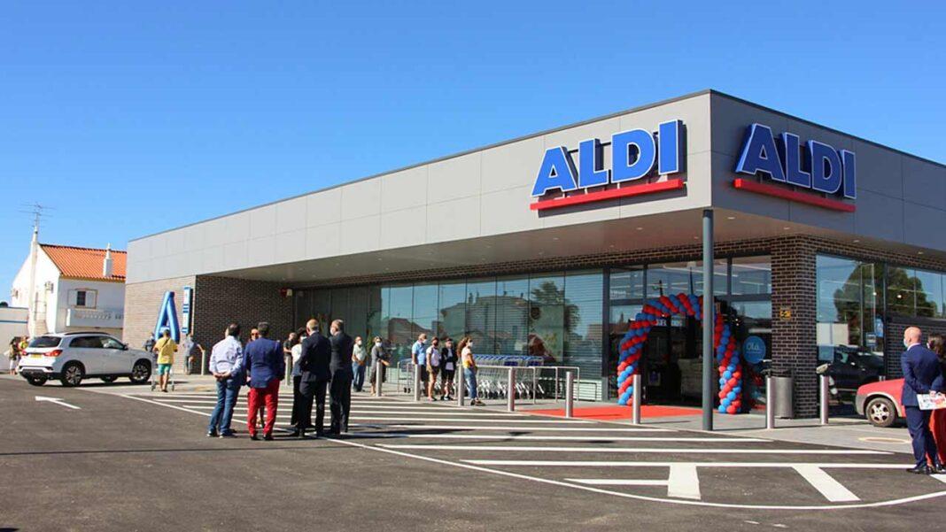 ALDI de Altura foi hoje inaugurado. A administração deu as honras da abertura ao presidente da Câmara Municipal de Castro Marim, Francisco Amaral, e à presidente da Junta de Freguesia de Altura, Nélia Mateus.