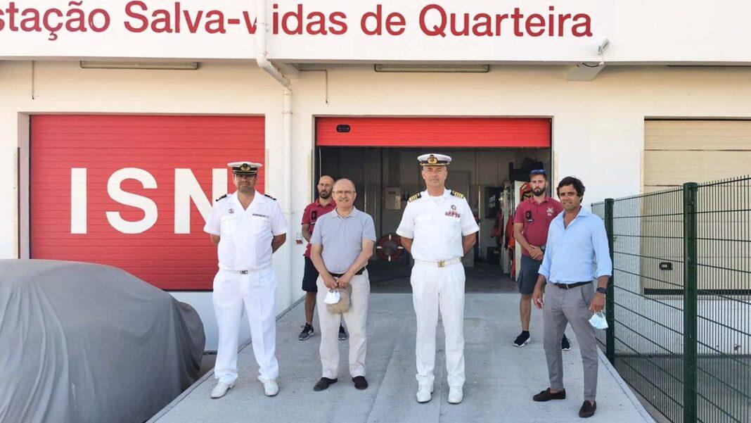 Depois da ativação da Estação Salva-Vidas, na passada semana, Quarteira assistiu esta terça-feira à entrada em funcionamento de mais dois equipamentos que integram o dispositivo de segurança em águas algarvias: o novo Posto da Polícia Marítima de Quarteira e a relocalização da Delegação Marítima de Quarteira.