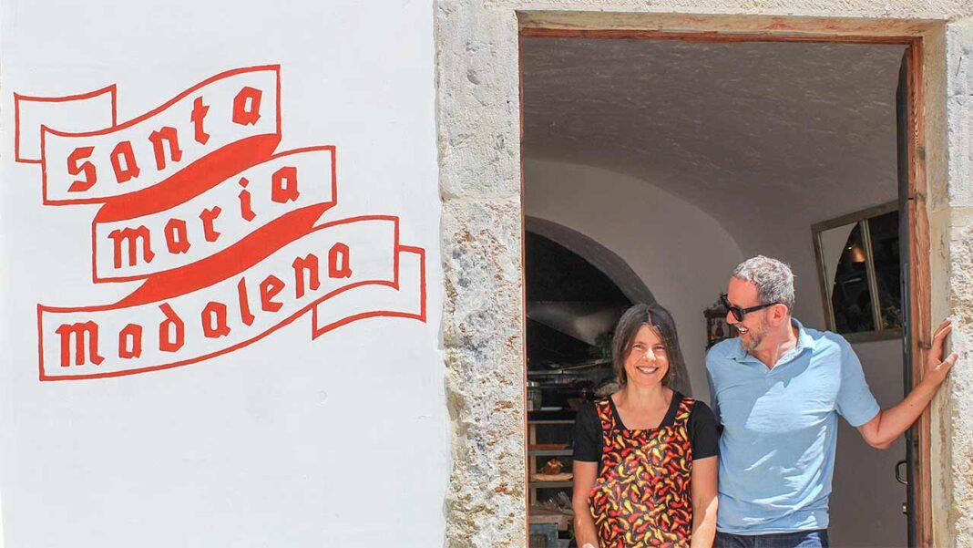 No coração da Barreta, em Olhão, há um novo café e pastelaria que serve todos os dias receitas caseiras com produtos locais. Projeto surge no meio da crise pandémica e o proprietário ainda tem tempo para ajudar os mais vulneráveis.