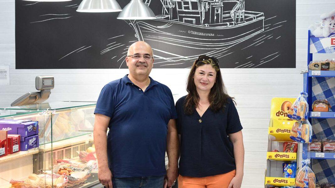 Mesmo em contraciclo e num cenário económico incerto, o casal de empresários Renato Leiria e Ana Santos acaba de inaugurar o décimo supermercado de proximidade Cantinho d'Ana Amanhecer na Praia da Rocha.
