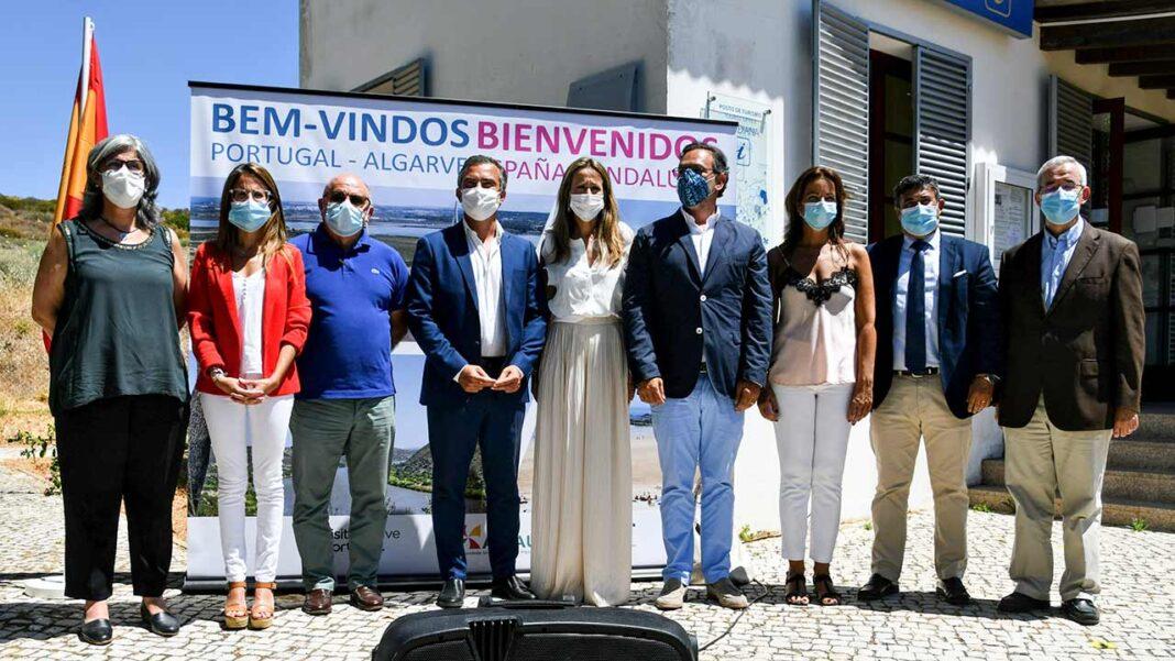 De forma a assinalar a reabertura da fronteira entre o Algarve e a Andaluzia, o município de Vila Real de Santo António associou-se (VRSA), esta quarta-feira, dia 1 de julho, à cerimónia que decorreu no posto de turismo da Ponte Internacional do Rio Guadiana.